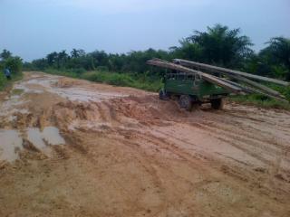 Permalink ke Mengenaskan… Jalan Penghubung Dua Desa di Tanjab Barat Ini Seperti Kubangan Kerbau