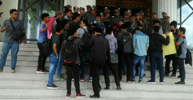 Permalink ke Hari Sumpah Pemuda Diwarnai Demontrasi