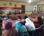 H.Bakri saat mengelar jajak pendapat dengan warga Pondok Meja