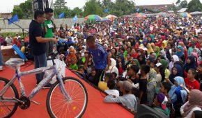 Permalink ke Bahagianya Masyarakat Muarojambi diberi Motor oleh H.Bakri