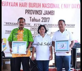 Permalink ke May Day, Safrial Dapat Penghargaan dari Serikat Buruh