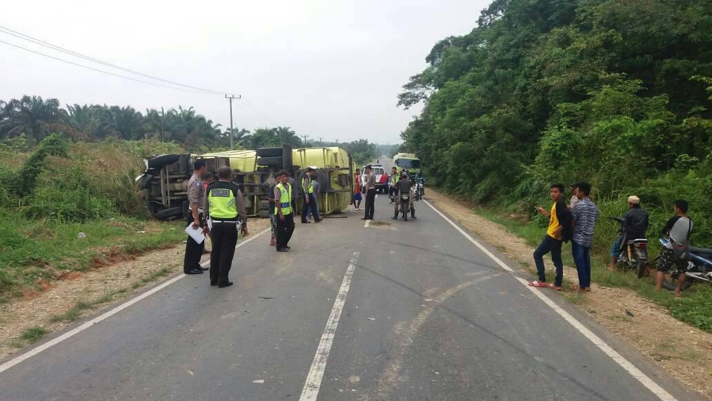 Permalink ke Tragis, Siswi SMP Tewas Ditabrak Tronton CPO