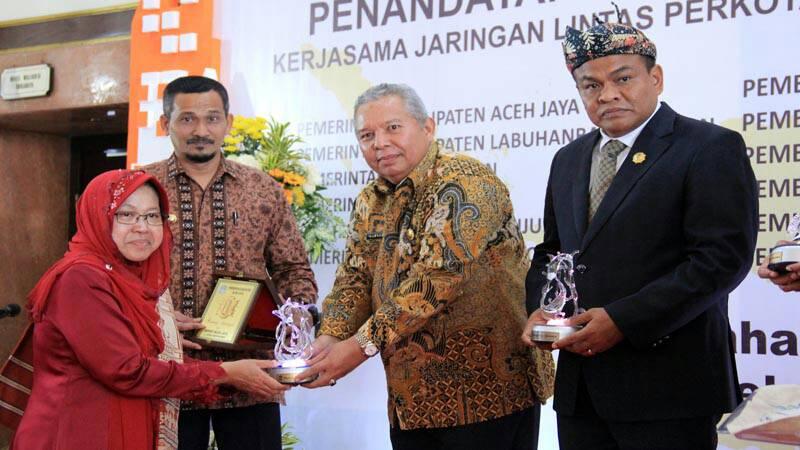 Permalink ke Bupati Tandatangani MoU Jaringan Lintas Perkotaan Dengan Pemkot Surabaya
