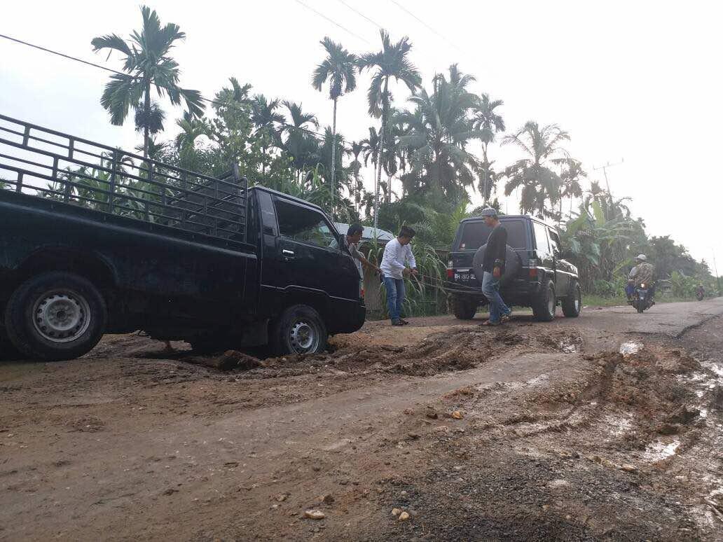 Permalink ke Pemprov Jambi Didesak Perbaiki Jalan di Tanjab Barat