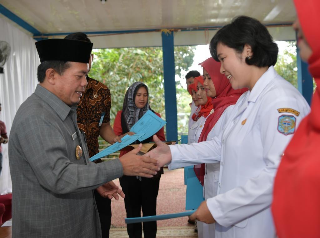 Permalink ke Bupati Serahkan 200 SK CPNS kepada Bidan dan Dokter Al Haris : Tidak Boleh Pindah Tugas Selama Lima Tahun