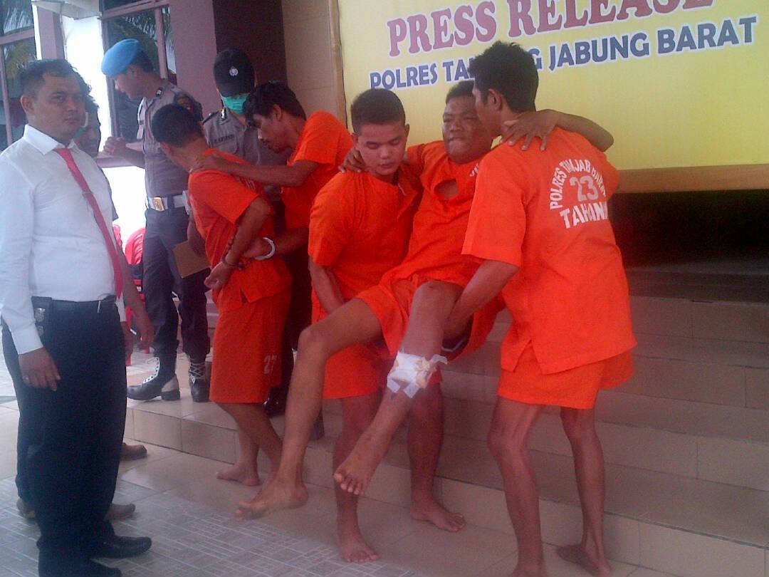 Permalink ke Door… Polisi Tembak Kaki Begal Sadis di Kuala Tungkal