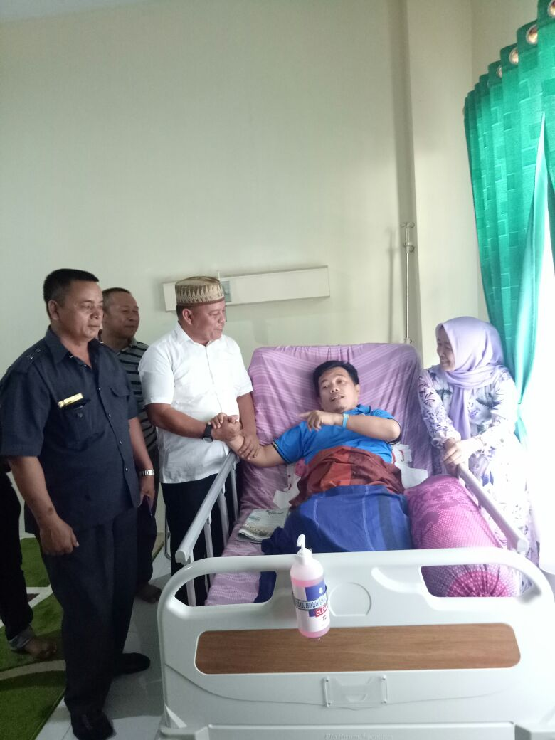 Permalink ke Besuk Bupati Sakit, H Salam Kagum Seorang Bupati Mau Menjalani Operasi di RSD Bangko