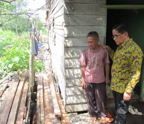 Permalink ke Tepati Janjinya, H. Bakri Boyong 3.600 Unit Bedah Rumah di 2018 Mendatang