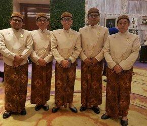 Permalink ke Berpakaian Adat Jawa, H. Bakri Hadiri Pernikahan Anak Ketum PAN