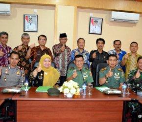 Permalink ke KUNKER KE MUAROJAMBI, TIM WASEV MABES TNI DISAMBUT BUPATI MASNAH