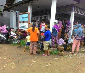 Permalink ke 'Si Melon' Mulai Langka, Ratusan Warga Desa Kasang Pudak Antre di Pangkalan
