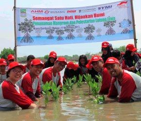 Permalink ke Mantap, AHM Ajak Sahabat Satu Hati Tanam Mangrove di Muara Gembong