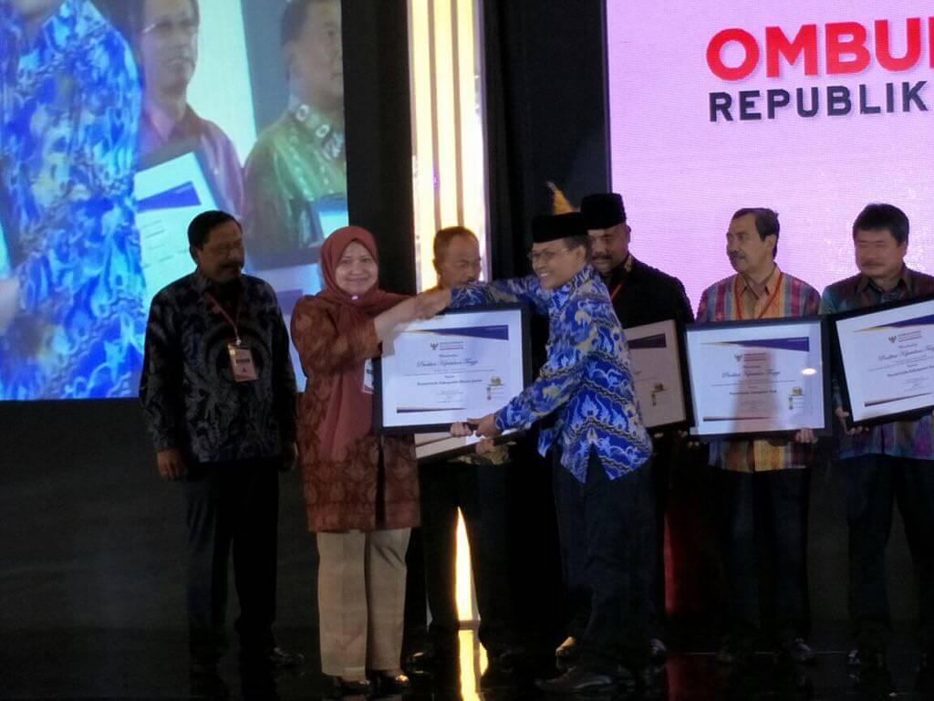 Permalink ke Bupati Masnah Terima Penghargaan dari Ombudsman RI