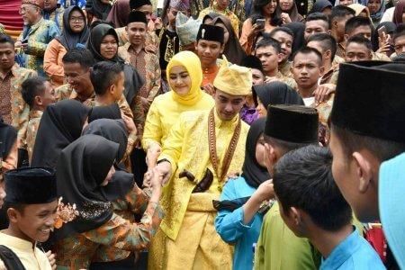 Permalink ke Bersama Sherrin, Zola Terima Gelar Adat Melayu Jambi