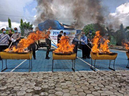 Permalink ke BB Bernilai Miliaran Rupiah Sitaan Bea Cukai Dibakar