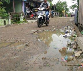 Permalink ke Aduh! Rabat Beton di Kampung Nelayan ini Rusak, Besi Cor Jalan Keluar dan Membahayakan