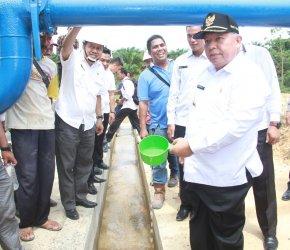 Permalink ke Air Bersih Program Bupati Safrial Akhirnya Mengalir