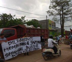 Permalink ke PMKP Bongkar Paksa TPS Sementara di Batas Desa