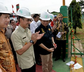 Permalink ke Gubernur Zola Dampingi Menteri ESDM Meresmikan PLT Biogas Asian Agri Tungkal Ulu