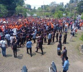 Permalink ke Demo Tolak Parkir Berbayar, Mahasiswa Unja Bentrok dengan Security