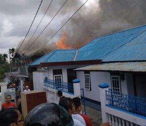Permalink ke Tiga Armada Damkar Padamkan Api, Satu Korban Masuk Rumah Sakit