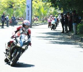 Permalink ke Waw…Komunitas Honda CBR Rasakan Perfoma Total Control di Lintasan Balap