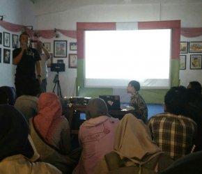 Permalink ke Nobar Perdana Film Dokumenter ASIMETRIS di Kota Jambi Berlangsung Ala Layar Tancap