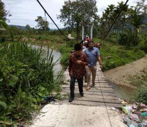 Permalink ke Blusukan, Adirozal Pantau Pembangunan Jembatan Koto Dua Baru Semuru