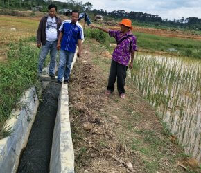 Permalink ke Susuri Irigasi Kabupaten, Warga Tanjab Barat Titip Usulan Bedah Rumah ke Tim Rumah Aspirasi H. Bakri