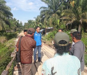 Permalink ke 30 Tahun Jembatan Dibenahi Swadaya, Warga Ngadu ke Tim Rumah Aspirasi H. Bakri