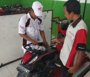 Permalink ke Ukur Kemampuan Siswa, Sinsen Gelar Uji Kompetensi Teknik Sepeda Motor untuk SMK Binaan