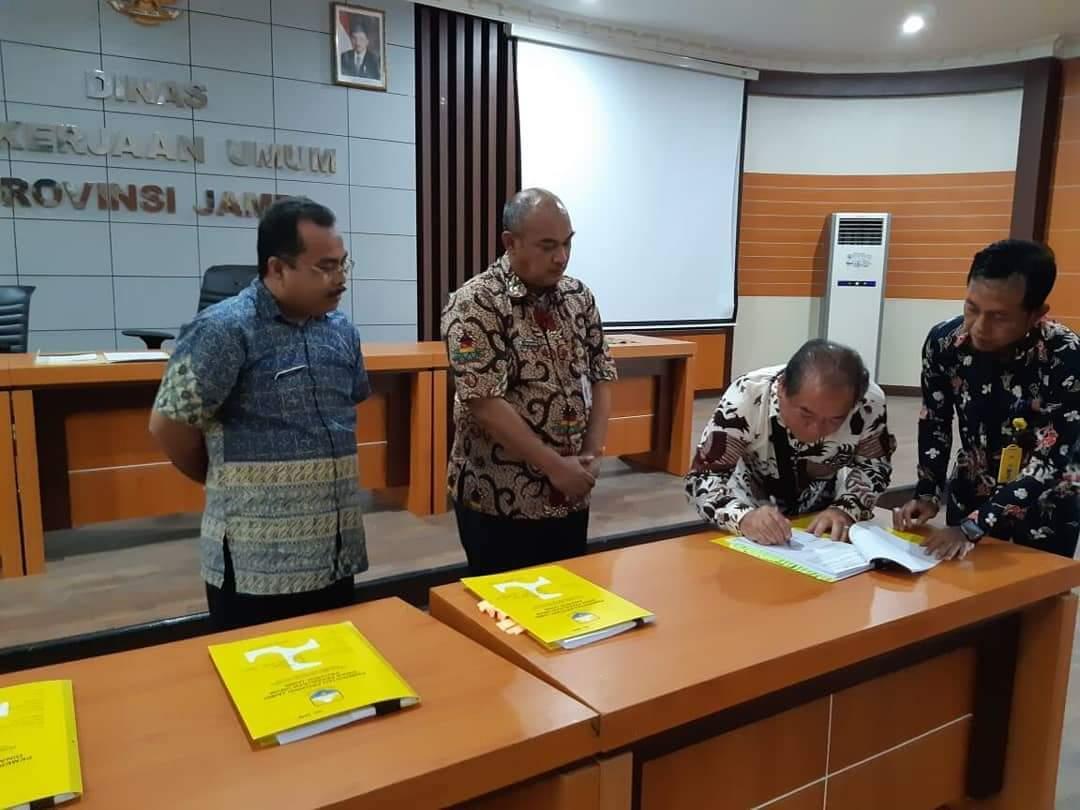 Permalink ke Dinas PUPR Prov Jambi Teken Kontrak Kerja Kegiatan Penanganan Jalan dan Jembatan TA 2018 dengan Sejumlah Perusahaan