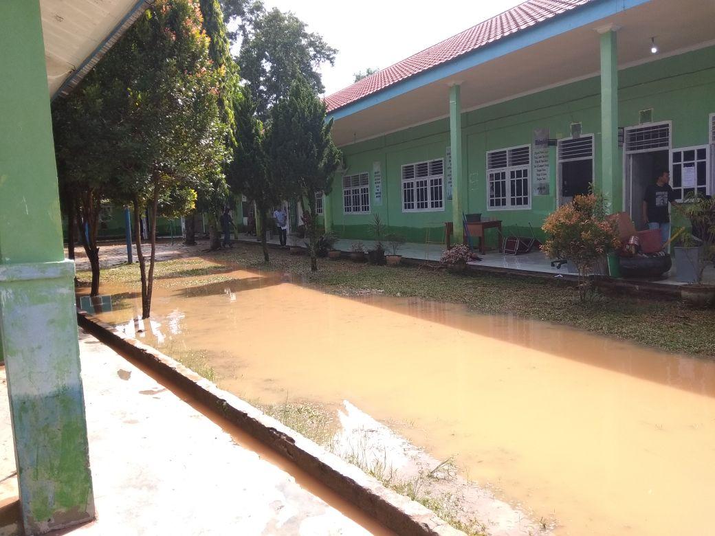 Permalink ke Diguyur Hujan, Sejumlah Sekolah di Kota Jambi Terendam Banjir