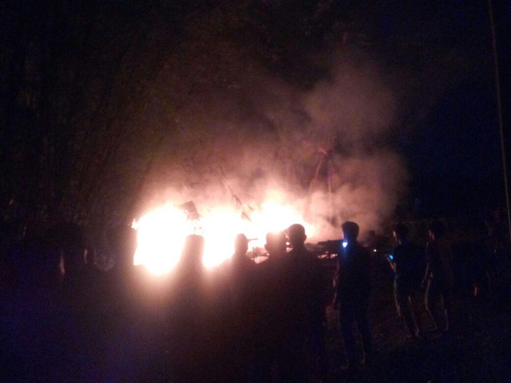 Permalink ke Breaking News!!! Sijago Merah Hanguskan Satu Unit Rumah di Muarojambi