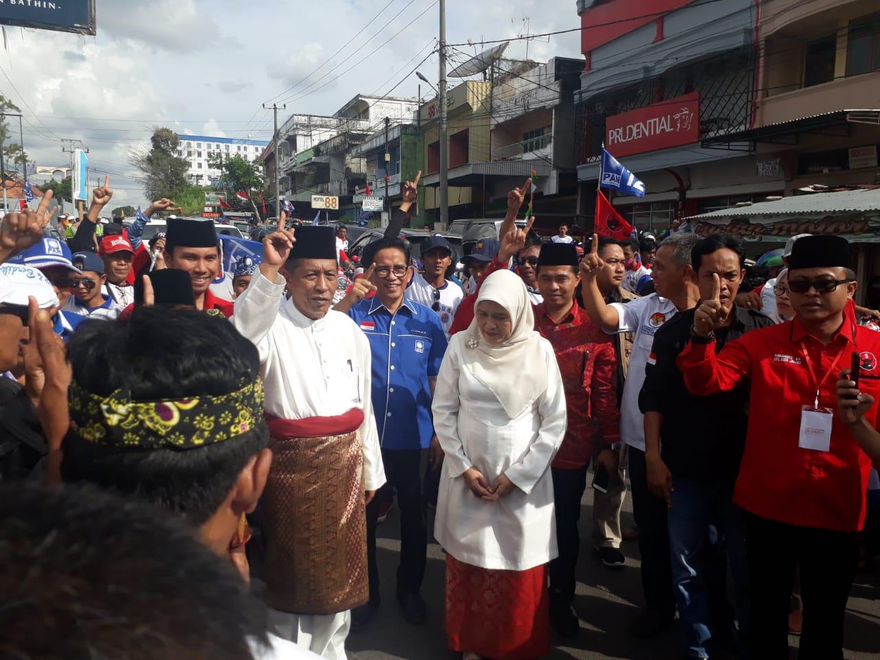 Permalink ke H. Bakri Iringi Rombongan Sani-Izi ke Lokasi Kampanye