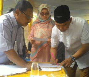 Permalink ke Gunakan Hak Pilihnya, Wali Kota Fasha Bersama Istri Laksanakan Pencoblosan di TPS 07