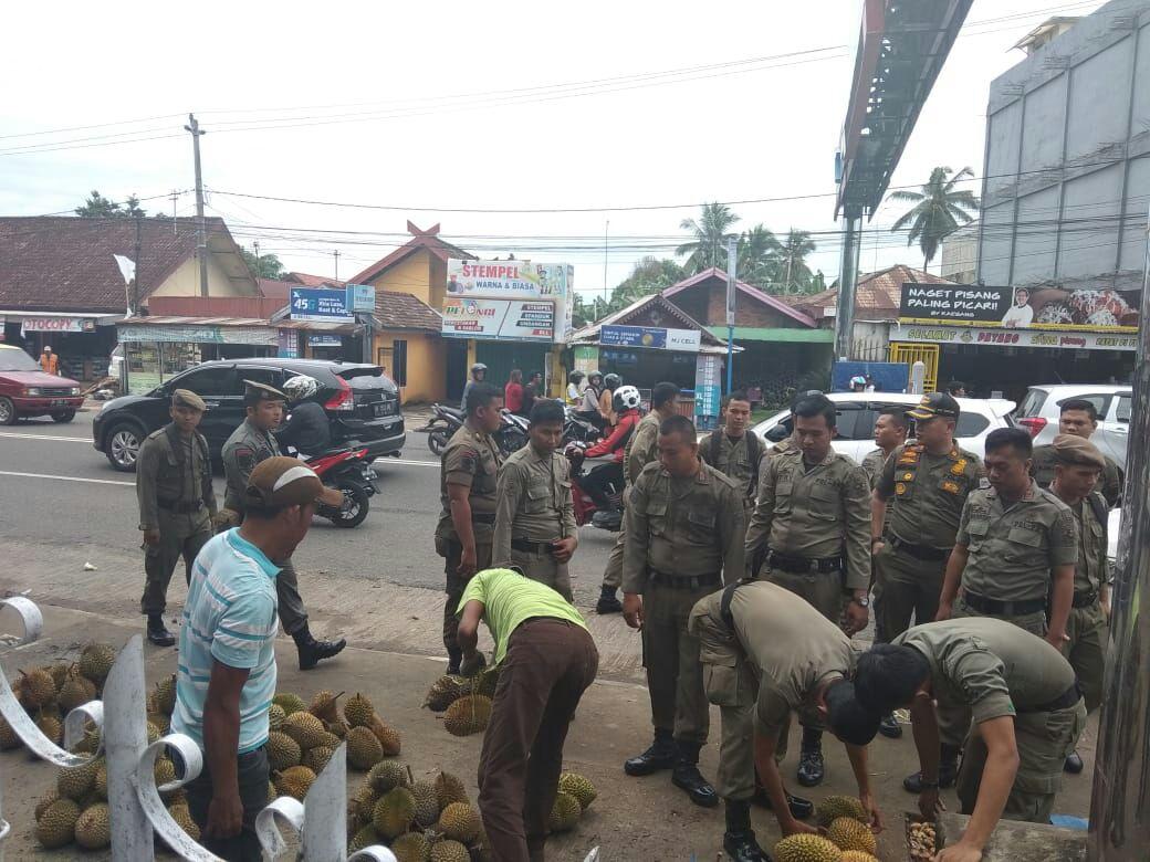 Permalink ke Pol PP Kota Jambi Tertibkan Pedagang Durian