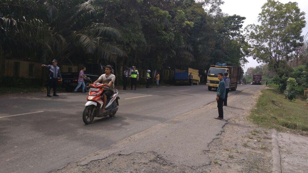 Permalink ke Ratusan Mobil Barang dan Penumpang Terjaring Razia