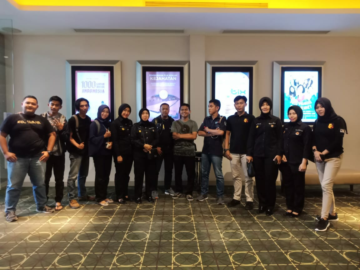 Permalink ke Ditlantas Polda Jambi Ajak Awak Media Nonton Film 22 Menit