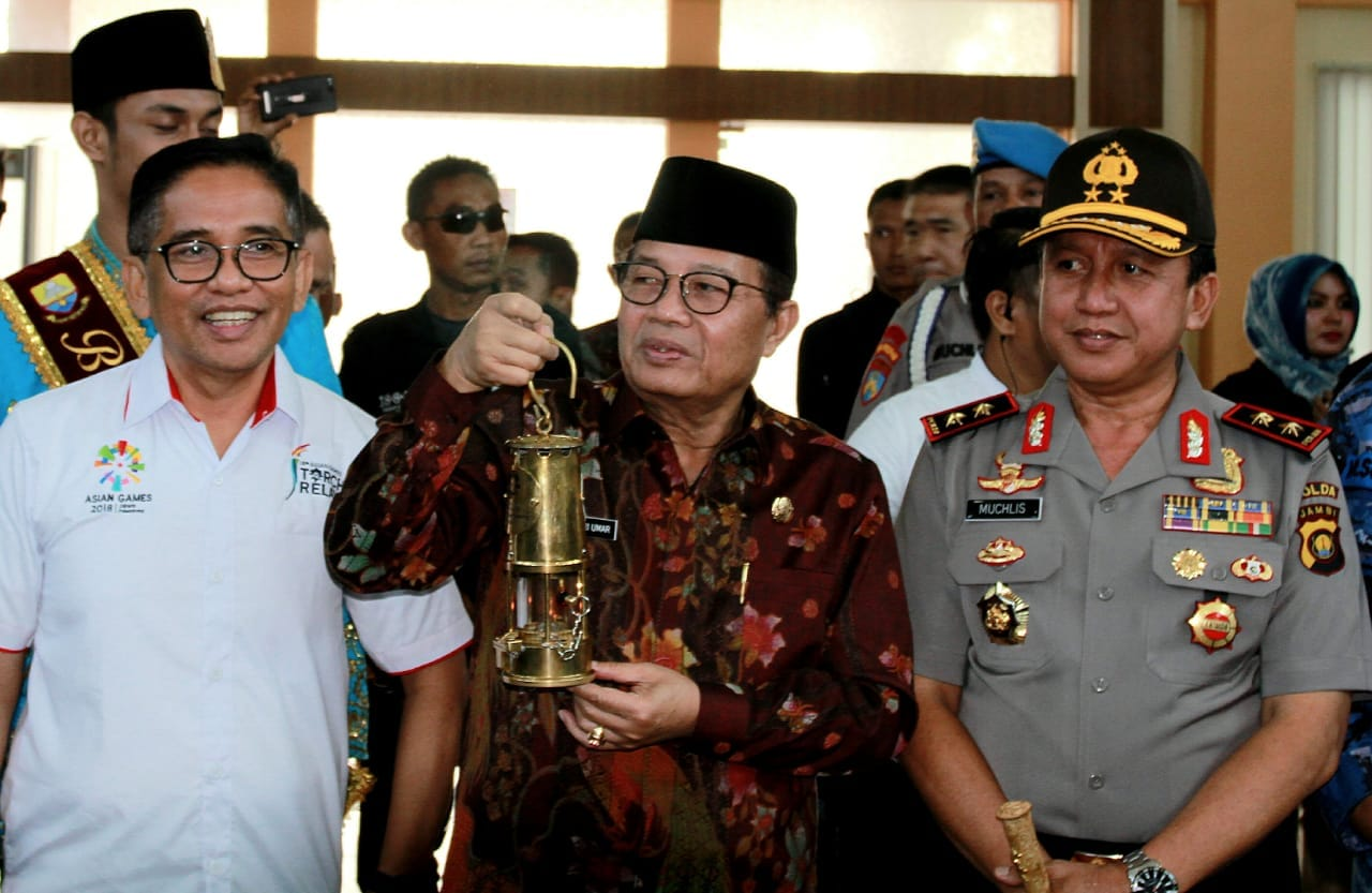 Permalink ke Bersama Plt. Gubernur Jambi, H. Bakri Sambut Penyerahan Api Obor Asian Games2018