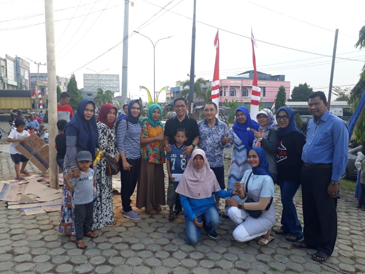 Permalink ke Setengah Jam Berjalan, Belum Ada Pemanjat Mampu Taklukan Batang Pinang DPW PAN