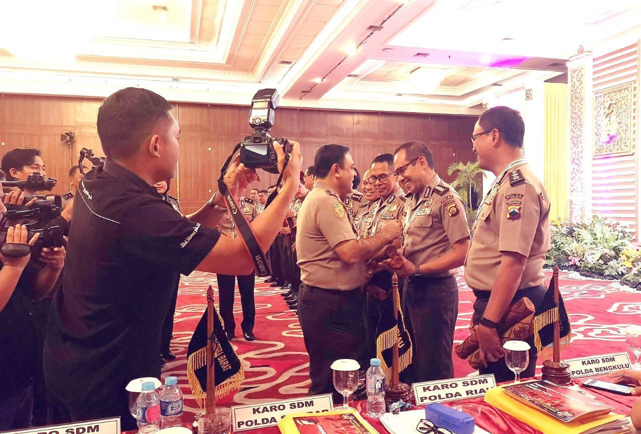 Permalink ke Rakor Pembinaan SDM Polri 2018 se-Indonesia Digelar di Yogyakarta