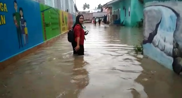 Permalink ke Breaking News !!! Banjir Rendam Pemukiman Warga RT 32 Kelurahan Lebak Bandung