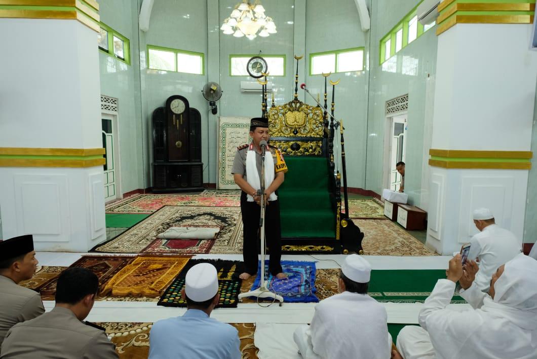 Permalink ke Kapolda Jambi Sholat Jumat di Mesjid Agung Kuala Tungkal