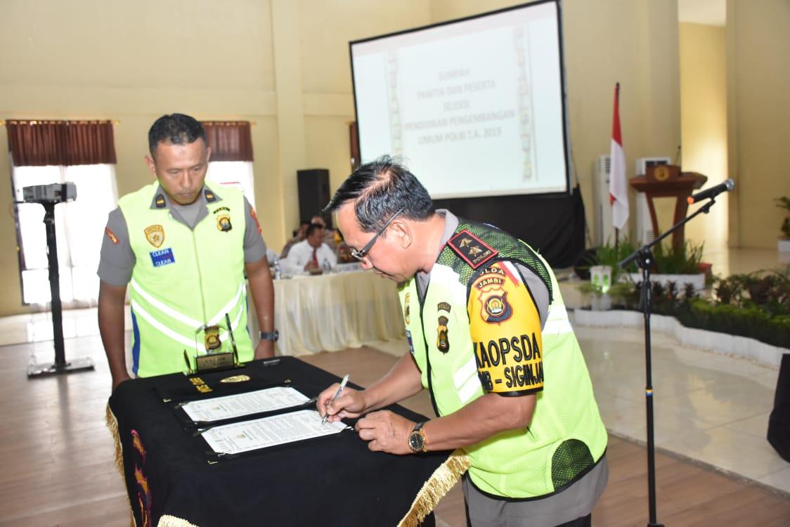 Permalink ke Polda Jambi Gelar Penandatanganan Fakta Integritas Seleksi Sespimmen, Sespimma dan SIP TA 2019