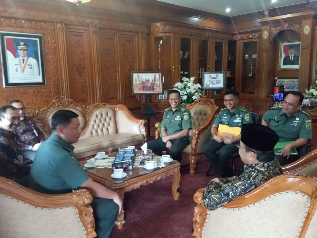 Permalink ke Danrem 042/Gapu Silaturahmi ke Kantor Gubernur