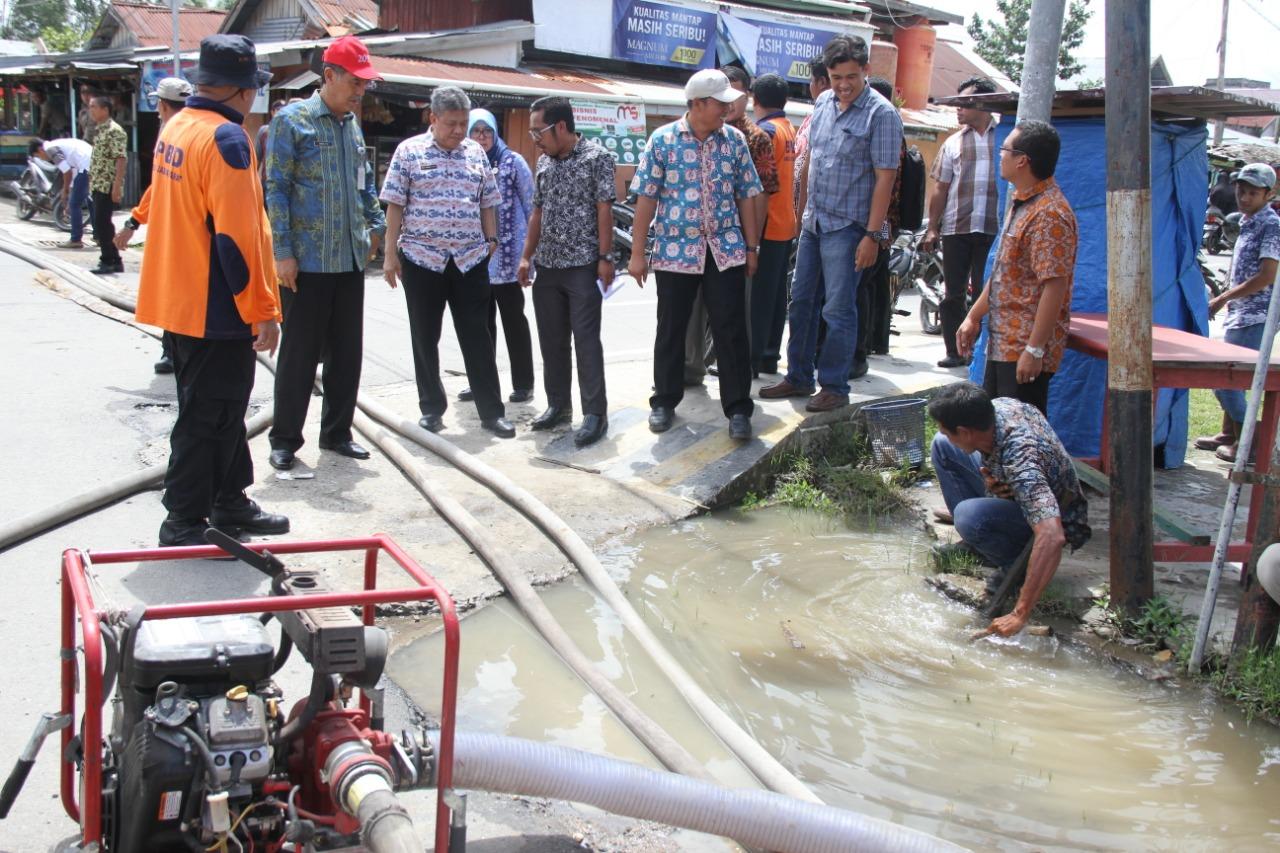 Permalink ke Sekda Tanjab Barat Tinjau Jalan yang Terendam Banjir