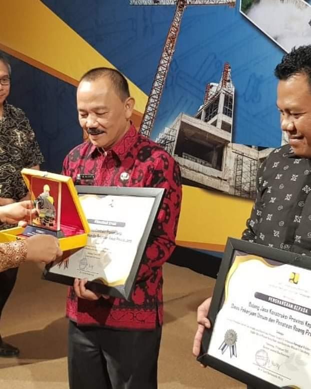 Permalink ke Kadis PUPR Provinsi Jambi Terima Penghargaan Peringkat 1 Sebagai Sub Urusan Jasa Kontruksi Teraktif