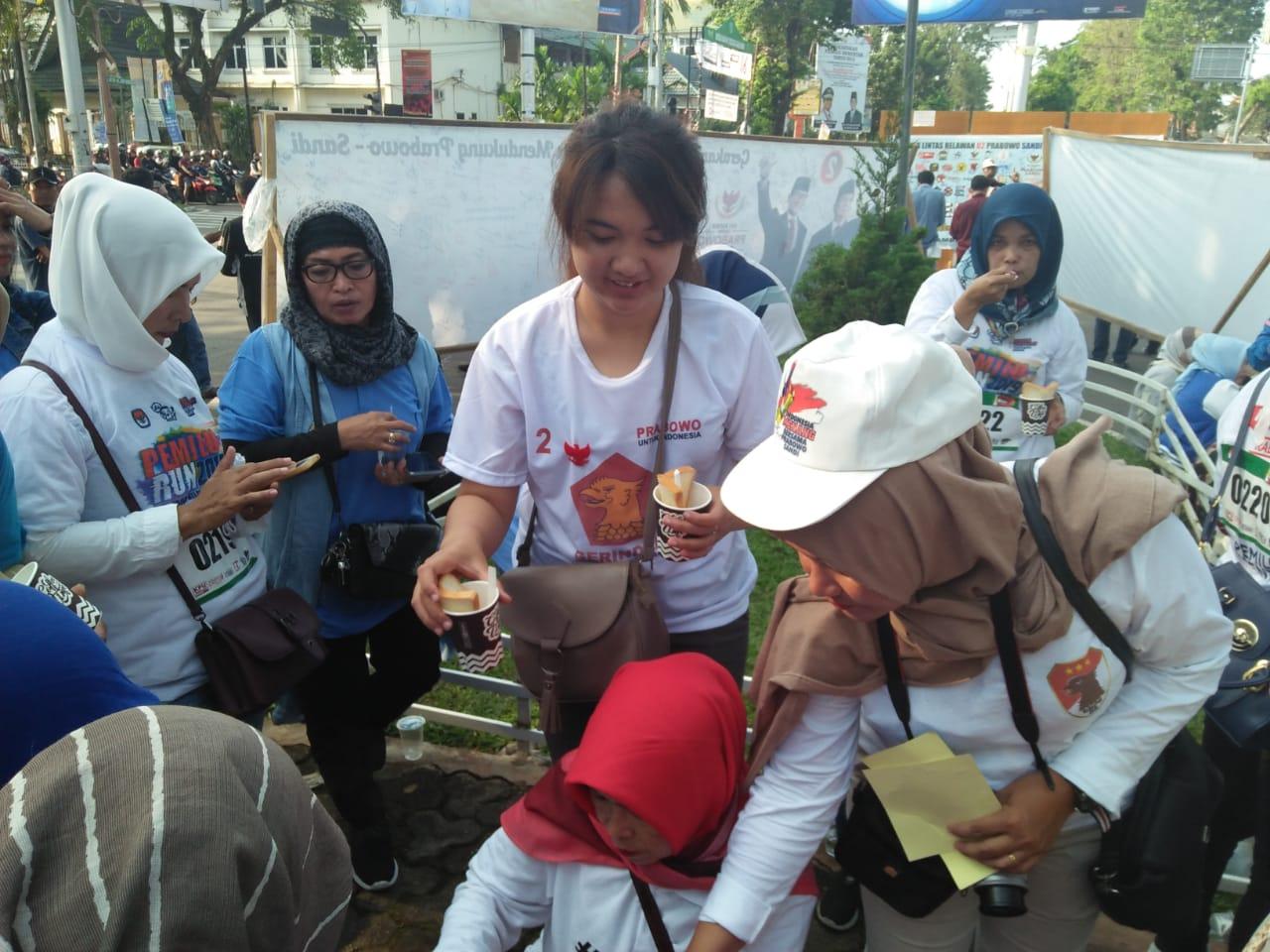 Permalink ke Dukung Prabowo-Sandi, Warga Jambi Berbondong Tandatangani Kain Putih