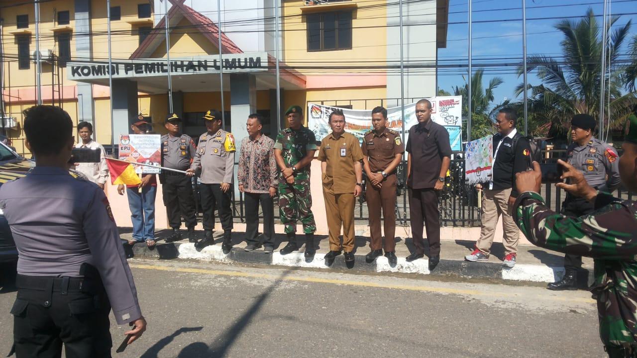Permalink ke Kapolres Batanghari Bersama Ketua KPUD Batanghari Melaksanakan Pelepasan Logistik Pemilu Tahun 2019